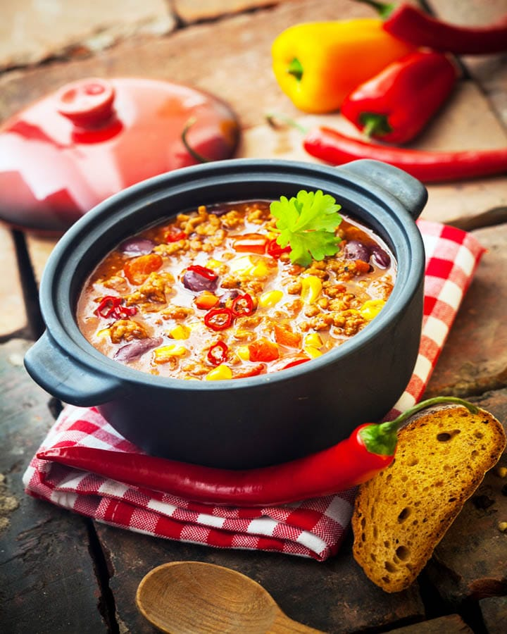 duo recipes with chili in pot
